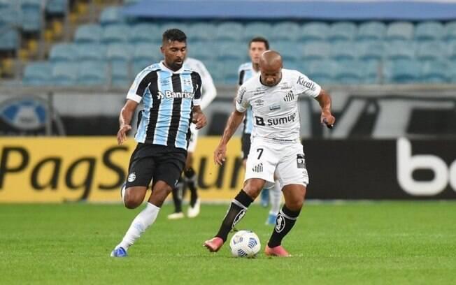No duelo do primeiro turno, Grêmio e Santos empataram em 2 a 2