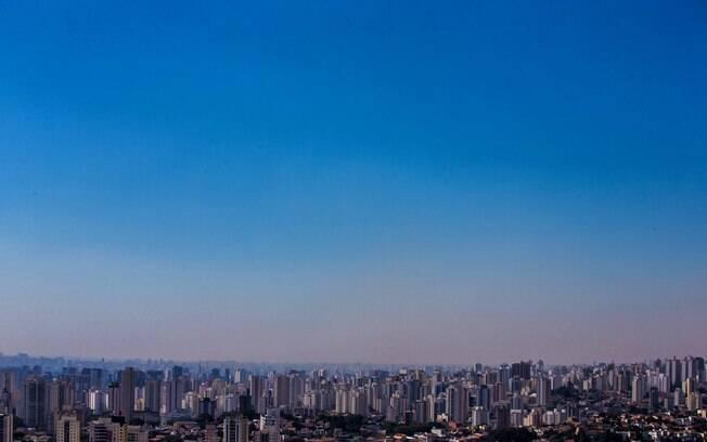 Baixa umidade na cidade de São Paulo aumenta ainda mais a concentração de poluentes, piorando problemas respiratórios