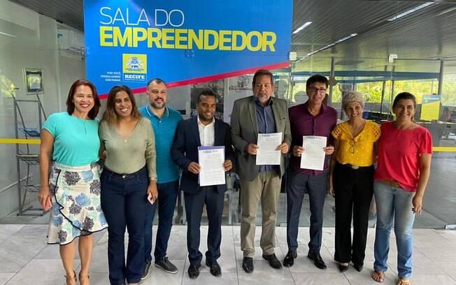 Parceria entre a Prefeitura do Recife e o Instituto Êxito beneficia alunos e profissionais do Qualifica Recife e dos minicursos do programa Chegando Junto