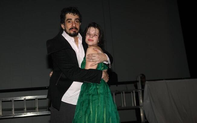 18 ANOS: Bruna Linzmeyer (20 anos) e Michel Melamed (38). Foto Rio News
