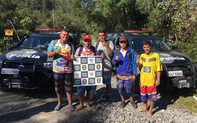 Cinco jovens passaram a noite perdidos e foram salvos pelos PMs do COE