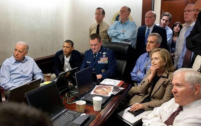 Tensos, Obama e sua equipe acompanham desenrolar da operação que matou Bin Laden (02/05/2011)