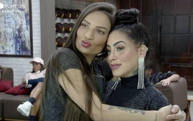 Mirella flertou com Stéfani para animar a peoa