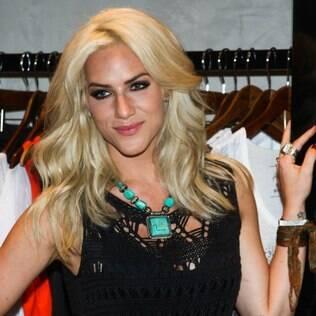 Giovanna Ewbank lança linha de roupas em São Paulo e recebe amigos