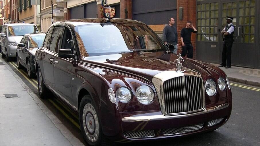 O Bentley Arnage Royal foi dado à rainha Elizabeth II quando ela comemorou 50 anos de reinado, em 2002