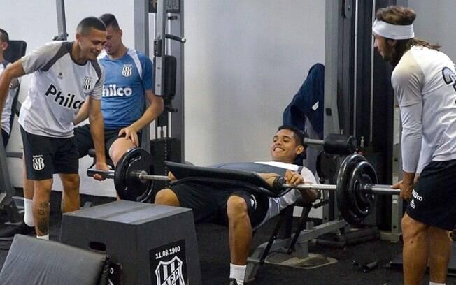 Ponte Preta treina para disputa com Chapecoense na terça