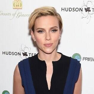 Scarlett Johansson arrasou com o novo corte de cabelos