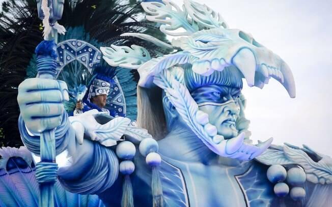 Alegoria da Beija Flor, que encerrou o primeiro dia de desfiles do Rio de Janeiro