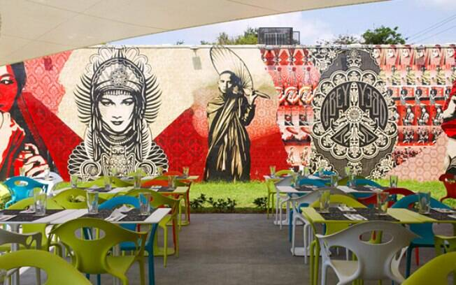 As paredes do bar e restaurante Wynwood reúnem o melhor da arte de rua em Miami