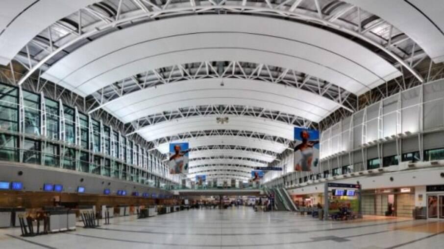 Aeroporto de Ezeiza, em Buenos Aires; Argentina endurece restrições ao Brasil