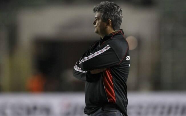 Ney Franco: técnico orienta o São Paulo  durante o jogo