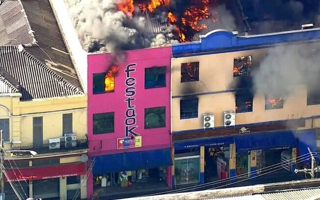 Local do incêndio abrigava uma loja de artigos de festa, decoração e tecidos, além de uma lanchonete