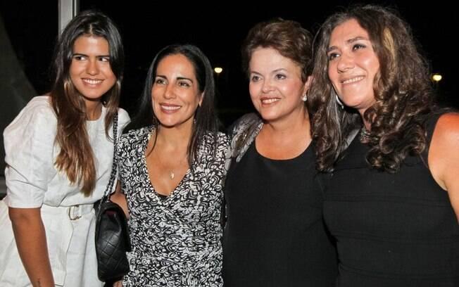 Em 2011, a presidente encontrou com a cineasta Anna Muylaert (à dir.) e com a atriz Glória Pires e sua filha Antônia (25/03/2011)