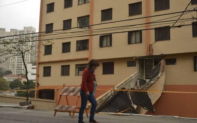 Prédio residencial na Aclimação, em SP, foi esvaziado por risco de desabamento nessa terça-feira