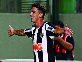 Só alegria.  O atacante Neto Berola vem de um gol de voleio e um de letra nos três últimos jogos