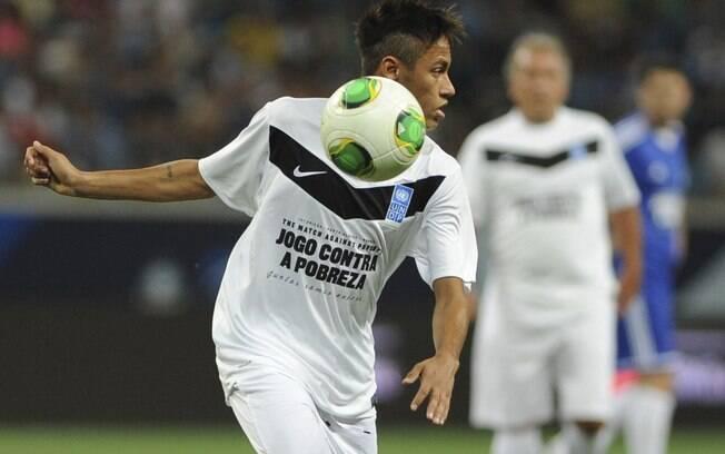 Neymar também marcou presença entre os amigos  de Ronaldo