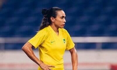 Marta deixa aposentadoria em aberto: 'Emocionada'