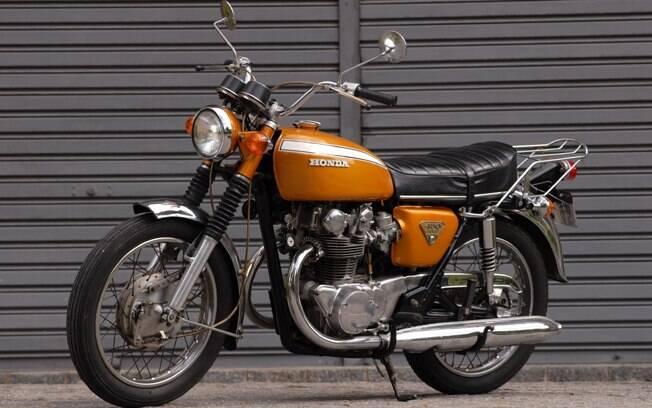 Esta é a minha motocicleta, uma Honda CB 450 DOHC 1971. Na verdade, é uma K1