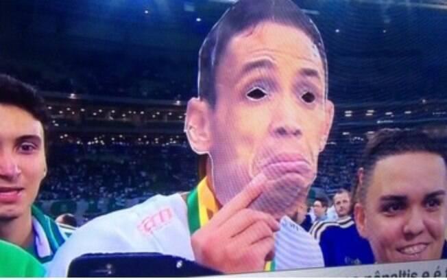 Palmeirenses comemoraram título com máscara de Ricardo Oliveira