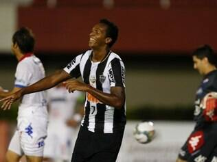 Jo of Brazil's Atletico Mineiro, right, celebrates with teammates after scoring during a Copa Libertadores game against Paraguay's Nacional in Ciudad del Este, Paraguay, Wednesday, March 12, 2014. (AP Photo/Jorge Saenz)