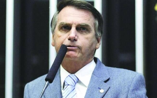 Jair Bolsonaro publicou em sua conta no Twitter que o cérebro do tucano tinha se deslocado para o intestino grosso