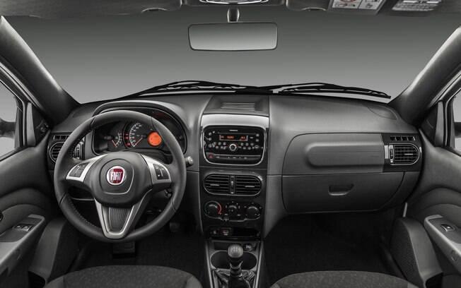 Por dentro, a picape Fiat Strada Freedom pode vir com sistema multimídia, oferecido como opcional de R$ 2.990