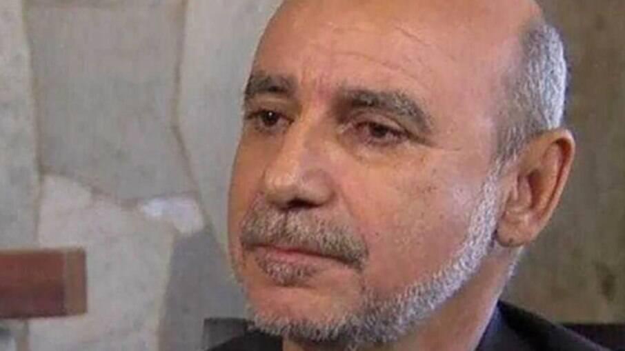 Queiroz é investigado por rachadinha no gabinete de Carlos