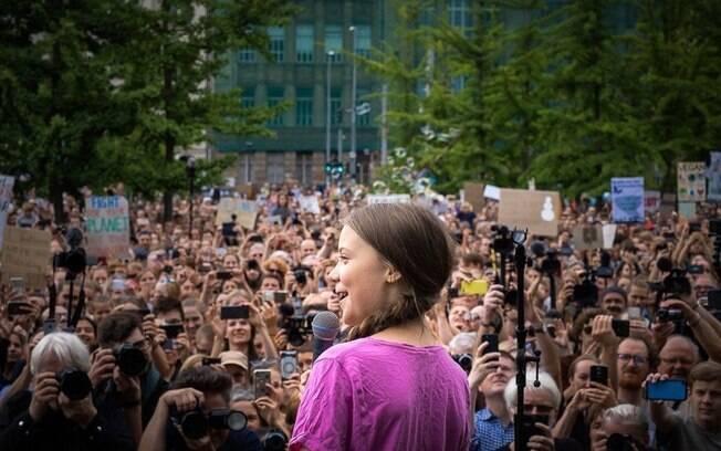 Greta Thunberg discursa em manifestação