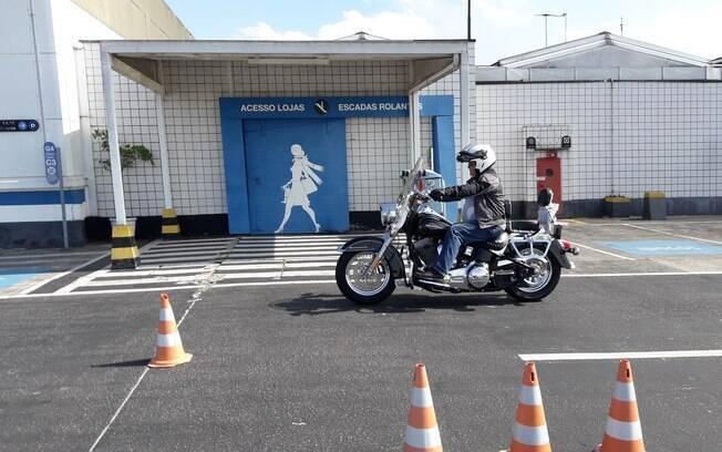 Curso para motociclistas capacita motoristas em apenas uma aula