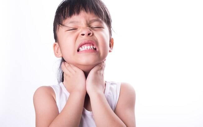 Em casos de corpos estranhos obstruindo a garganta, peça para a pesso tentar tossir forte para ver se o objeto sai