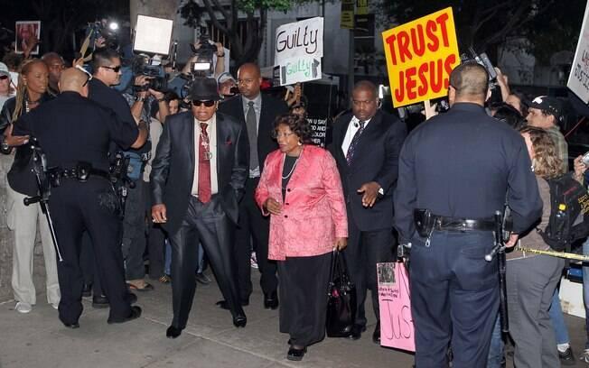 Joe e Katherine Jackson: pais do popstar na chegada à corte