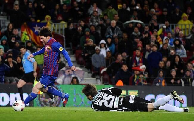 Messi fez 3 gols para cima do Granada e  deixou para trás a marca de Rodriguez. Além disso,  foi o artilheiro do Espanhol com recorde: 50 gols  na temporada