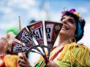 Bloco do Sargento Pimenta, famoso por sambar ao som dos Beatles, faz show no Carnaval Do Brasil S/A