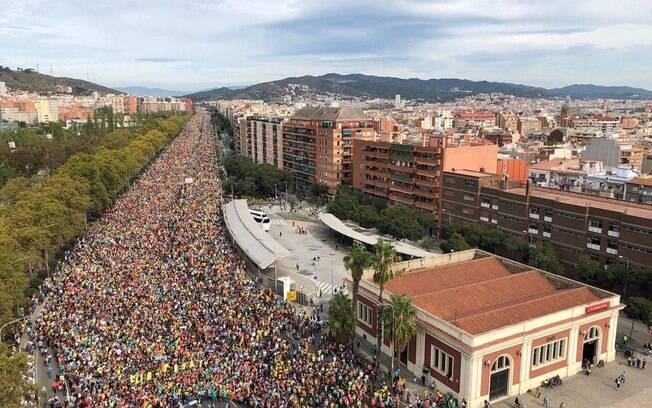 Milhares de manifestantes marcham até Barcelona em dia de greve geral