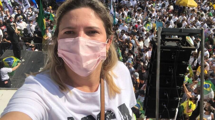Ana Claudia milita contra Bolsonaro