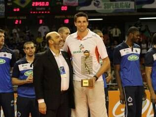 Gustavão esteve em Belo Horizonte na final da Superliga para receber prêmio de melhor bloqueador