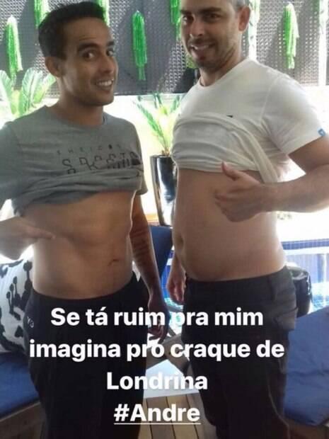Jadson brinca com tamanho da barriga em foto ao lado de jogador do Londrina
