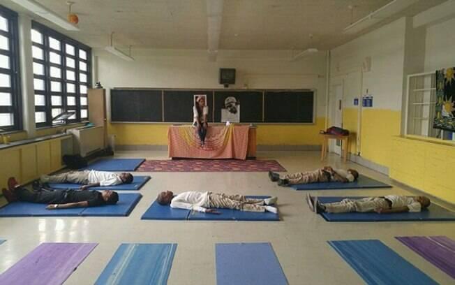 Para maior concentração e calma, escola em Baltimore opta por oferecer minutos de meditação para alunos agitados.
