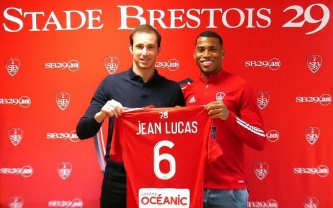 Jean Lucas é apresentado em novo clube