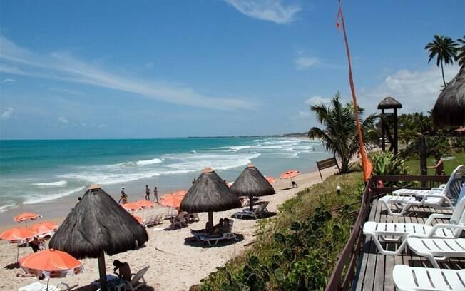 Praia de Muro Alto tem piscinas naturais e boas opções de hospedagens