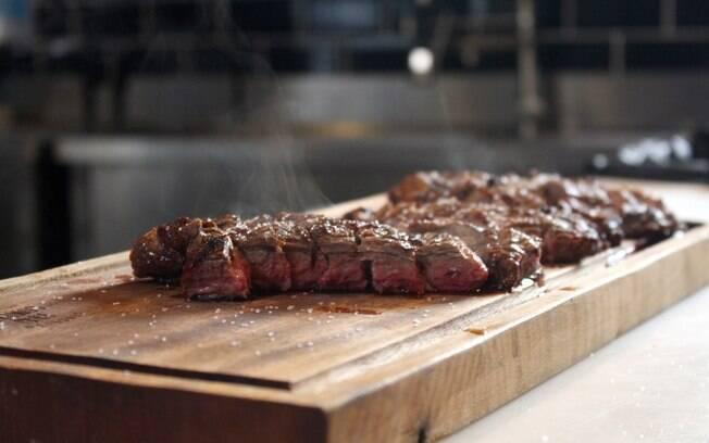Saber preparar churrasco envolve escolher a carne certa, acertar no fogo e não cometer alguns erros