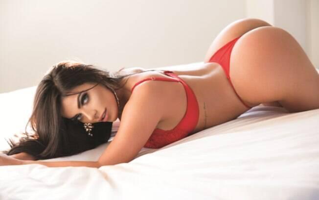 Suzy Cortez transborda sensualidade ao posar nua para uma revista masculina pela terceira e última vez
