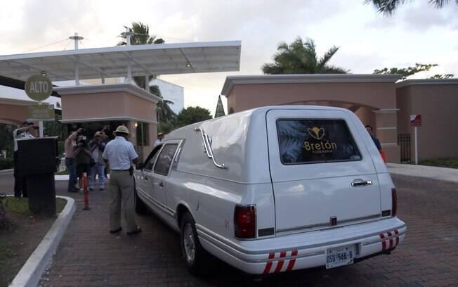 Corpo de Roberto Bolaños chega à sede da Televisa para ser velado