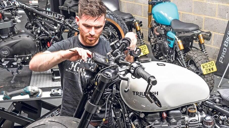 Triumph Bobber WFB feita pela Thornton Hundred ganhou sistema de injeção a seco de óxido nitroso (NOS).