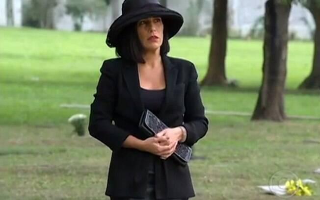 Norma (Glória Pires) é enganada por Léo (Gabriel Braga Nunes) e passa a novela planejando sua vingança