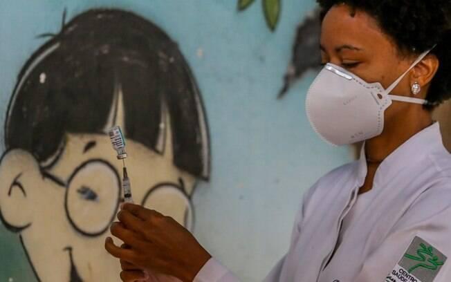 É fake que vacina contra covid-19 diminui a imunidade