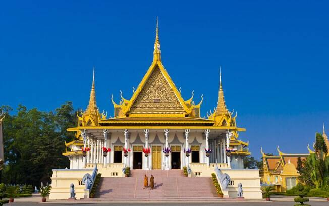 Pagoda de Prata, no Palácio Real, é minuciosamente decorado com pedras preciosas