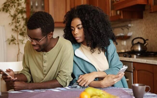 Ciúme é um sentimento normal, mas é preciso entendê-lo para não prejudicar seus relacionamentos