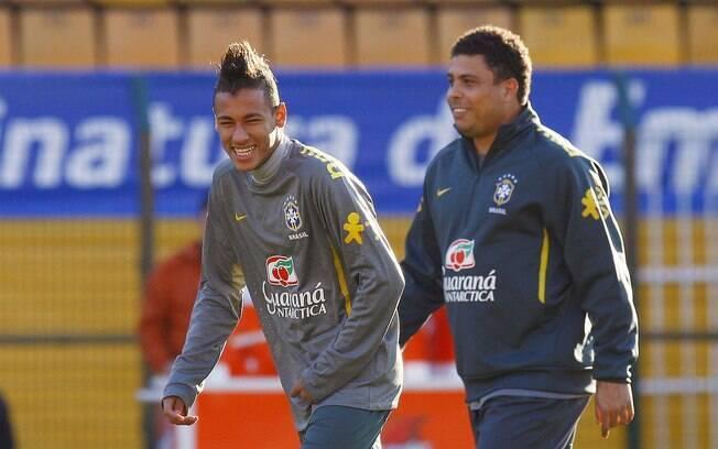 Neymar se diverte ao lado de Ronaldo
