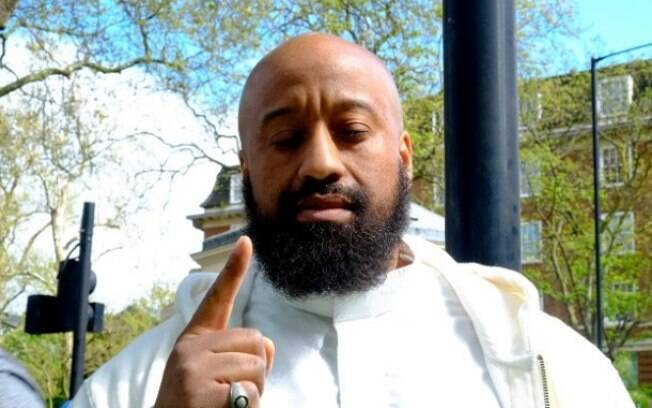 Britânico convertido ao islamismo, Abu Izzadeen foi apontado pela mídia britânica como sendo o autor do ato de terrorismo